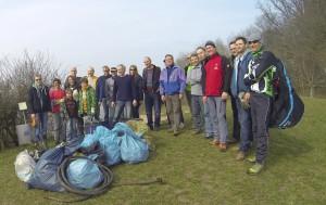 Wir halten den Einkorn sauber!  Mitglieder des Condor-eV und HGC arbeiten zusammen und pflegen den Einkorn. Eine Menge Müll von Sylvester Böller bis Gummischlauch wurde gefunden und anschließend entsorgt.